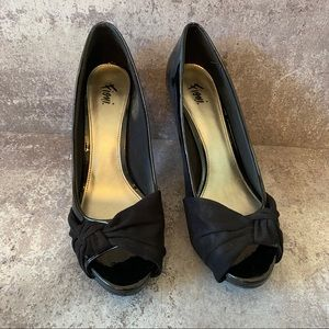 Fioni Black Vegan Suede Bow Peep Toe Pumps 9.5